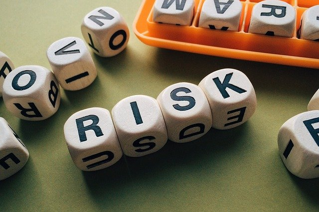 Use this risk management plan example to help plan for project risk!